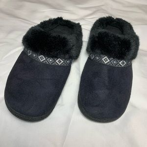 Isotoner Black Slippers Size 9.5-10